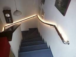 Möchte in meinem haus eine alte holztreppe durch einen eigenbau ersetzen. Ratgeber Treppe Sicher Begehen Fur Beidseitige Handlaufe Treppensteighilfen Rutschhemmenden Stufenbelag Und Gute Beleuchtung Sorgen Online Wohn Beratung De
