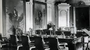 Вся власть собору Как лет назад церковь отделялась от  Императорское кресло в зале заседаний Синода напоминало его членам что император незримо присутствует в зале