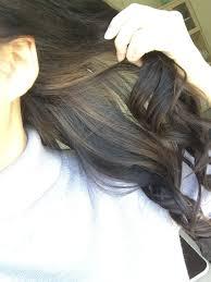 下半分の髪の毛にメッシュ 巻き髪やアップスタイルにするとさり気なく