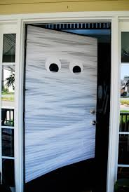 How to decorate your front door like a mummy for Halloween  Recycled Crafts