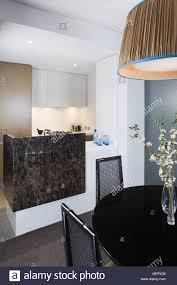 Lampe über Runden Esstisch In Moderne Offene Zimmer Mit
