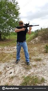 Police Officer Skills Off Duty Police Officer Building Skills At Gun Range Stock Photo