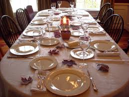 Dining Room: Formal Dinner Set Table With Gold And White Plates ...