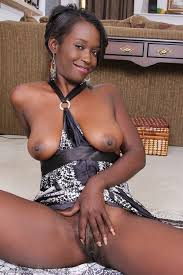 Mature ebony milf fingers herself porn