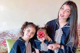 من وحي تصاميم العيد دنيا بطمة تتألق بالقفطان والجلابية برفقة ابنتيها