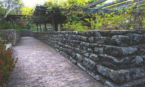 cost to build a retaining wall