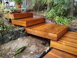 Die treppe selbst besteht aus holz, die beschläge sind aus robustem metall gefertigt, ebenso der rahmen. Gartentreppe Selber Bauen 40 Super Beispiele Archzine Net