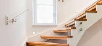 Bei einer sehbehinderung sollte immer ein arzt aufgesucht werden. Barrierefreies Wohnen Mit Stiegen Wie Ihre Treppe Alters Und Behindertengerecht Wird