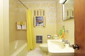 pale yellow bathroom tile