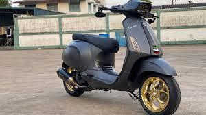 วัยรุ่นอิตาลี รีวิวVespa Sprint 150 ของแต่งเป็นแสน!! - YouTube