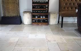 Fliesen Aus Naturstein Im Wohnzimmer Steinlese