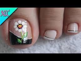 Al observar la rutina diaria de una persona, puede resultar más sencillo encontrar maneras de incluir. Diseno De Unas Para Pies Margarita Sencilla French Nail Art Easy Nail Art Nlc Youtube Pedicure Nails Popular Nails Toe Nails