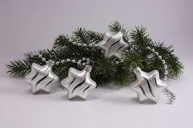 4 Sterne Weiß Matt Schwarz Geschwungene Streifen Weihnachtskugeln Aus Glas