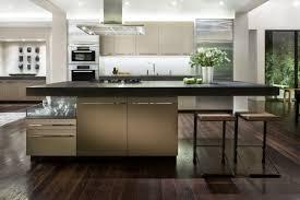 Klassische Küche inspiration mit weißer Lackierung und schwarzen