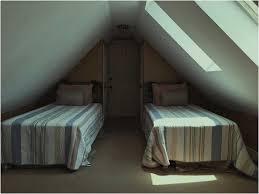 Bild Schlafzimmer Dachschräge Gestalten Mit Dachfenster - Lapazca
