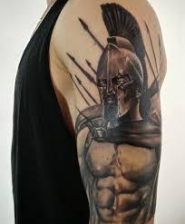 крутая татуировка спартанца на плече парня фото рисунки эскизы