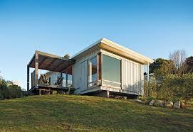 10 coastal prefabs that bring modular housing to the beach