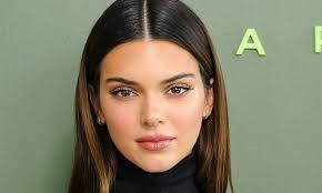 Kendall jenner opens up about her relationship with devin booker for the first time by samantha bergeson jun 21, 2021 2:30 am tags tv reality tv celebrity families kendall jenner kardashian news. Kendall Jenner And Devin Booker Exchange Flirty Tweets After Addressing Pregnancy Rumor Us Daily Report
