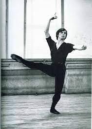 Rudolph Nureyev rehearsing (With images)   Nureyev, Rudolf nureyev, Male  ballet dancers