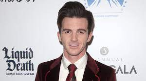 Community service for actor Drake Bell ...