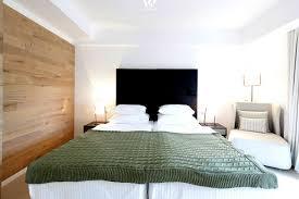 Holz Im Schlafzimmer Ob Am Boden Oder Als Wandverkleidung Gibt