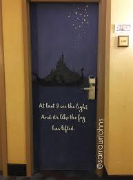 dorm room door decorations. dormdoordecor16