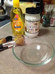 how to clean makeup brushes with coconut oil. makeup brush cleaner! water, coconut oil and baby shampoo! how to clean brushes with e