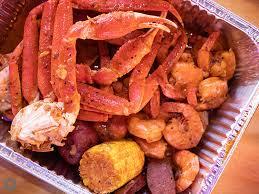 the kickin crab serves cajun seafood