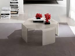 Tavoli Di Vetro Da Salotto : Salotto moderno ci sono una varieta di accessori come la poltrona