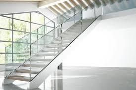 Stecken sie dazu die einzelnen lattenteile des geländers zusammen und verschrauben sie diese im treppenkasten. Treppen Treppengelander Aus Holz Stahl Beton Schoner Wohnen