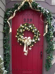 front door hangings25 Beautiful Christmas Door Decorating Ideas for your inspiration