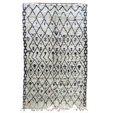dazzling black and white wool rug large vintage gemotrical morrocan carpet beni ouarain for