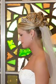 Svatební účesy Se Závojem A Korunkou