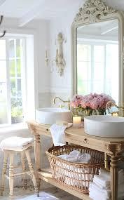 Runde Waschbecken Und Ein Verzierter Spiegel 30 Wunderbare