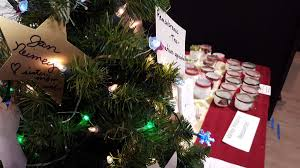 Silvertip Design Palmer Ak Vendors And Shoppers Come Together At Colony Christmas