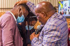Bad news to all those who got the vaccine for c0vid; South Africans React To Bishop Makamu And His Wife Hugging It Out Drum