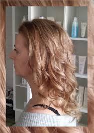 Lang Haar Met Variatie Van Blonde Lokken Hedendaagse Kapseltrends