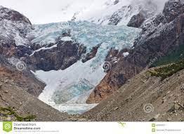 La Trayectoria De Piedra Blanca Fritz Roy, EL Del Glaciar Chalten, La  Argentina Imagen de archivo - Imagen de bosque, alejado: 65683351