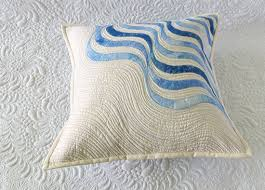 Free Pattern - Raw Edge Applique Quilted Pillows - Geta's Quilting ... & But the pink one was easier to quilt! Adamdwight.com