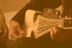 Cara memainkannya pun juga beragam. 10 Alat Musik Harmonis Beserta Penjelasan Dan Contoh Guratgarut