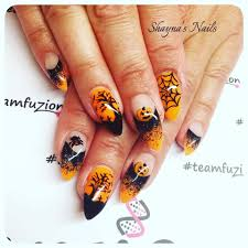 Halloween Gel Nail Designs 2018 59 Exciting Halloween Nail Art Ideas To Complement Your