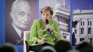 WATCH German Chancellor Angela Merkel Sing Her Favorite Song - Sputnik  International