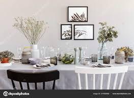 Schwarz Weiß Stuhl Tisch Mit Geschirr Grau Esszimmer