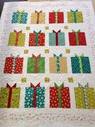 Holiday Quilts | Christmas quilt | quilts - maybe I can make this ... & Christmas Presents quilt Adamdwight.com