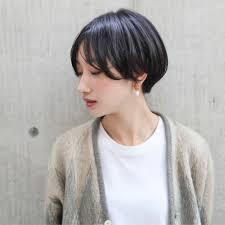 ショートで女子力高めたいヘアカタログを参考に似合うスタイル見つけ