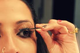 how to use eyelash curler steps. step 7: once you have placed both the lashes, can curl them (natural and false together) using an eyelash curler then apply mascara to give how use steps