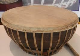 Talempong biasanya terbuat dari logam kuningan, berbentuk lingkaran dengan garis tengah berukuran 15 hingga 18 cm. Alat Musik Tradisional Provinsi Sumatera Selatan Tentang Provinsi