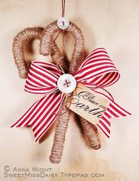 Plastic Candy Cane Decorations Twine wrapped candy canes with a bow To make Pinterest 29
