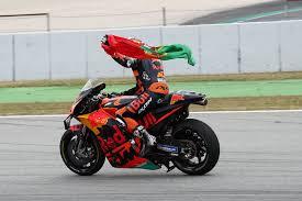 MotoGP: acuto Oliveira. Quartararo con la tuta aperta!