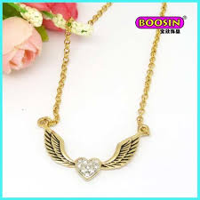 gold necklace and pendant necklace
